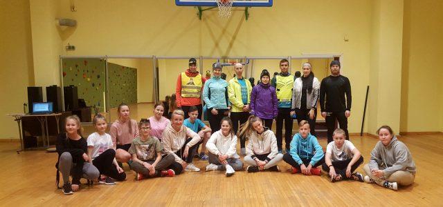 """VidusDaugavas koptreniņa dalībnieku skriešanas treniņš Pļaviņās aizvadīts lieliskā gaisotnē. Dalībnieki iepazinās ar bērnu centru """"Pepija"""", iesildījās kopā ar deju grupu CRYSTAL, kā arī noskatījās pašiem veltītu priekšnesumu. Ziemas sezonā treniņa […]"""